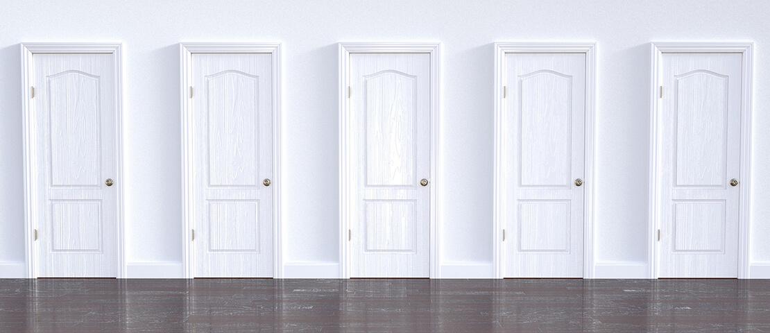 अलग अलग दिशा में रखे हुए दरवाजे का महत्व